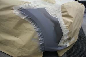 Vor dem eigentlichen Lackieren muss das Teil Abkleben und Füllern vorbereitet werden.